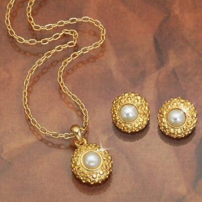 Pearl Pendant & Earring Set